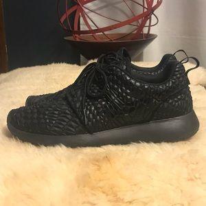 Nike Shoes - Nike Roshe Run DMB